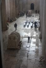 Алкобаса. Гробницы Инес де Кастро и Короля Педру I в соборе