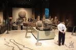 Мехико. В зале музея антропологии экспонируется календарь ацтеков.