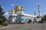 Центральная мечеть (1999 г.) – крупнейшая в республике