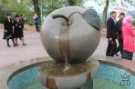 Яблоко – символ Алматы (по-казахски, «отец яблок»)
