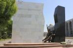 Бишкек. Памятник Тюльпанной революции на прсп. Чуй