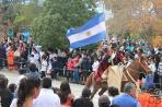 Кафайате. Гаучо с национальным флагом на параде в честь Дня Независимости 9 июля