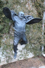Тбилиси. Памятник кинорежиссеру Сергею Параджанову.